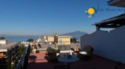 Holiday Apartment in Sorrento - 2 Bedrooms - Sleeps 6 - Terrace, near shops and restaurant