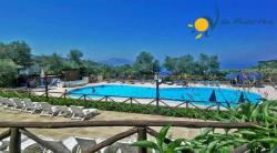 Holiday Cottage in Monticchio/Massa Lubrense - 2 Bedrooms - Sleeps 4 + 2 - Garden View, Patio and shared pool